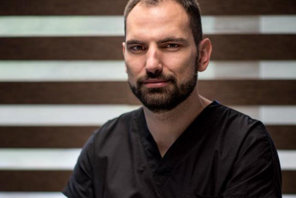 Цялостно преобразяване на усмивката: интервю с д-р Иван Вандев – специалист по имплантология и регенеративна хирургия
